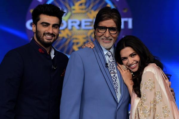 Kaun Banega Crorepati 8: Amitabh Bachchan strikes a happy pose with Deepika Padukone and Arjun Kapoor -view pic!