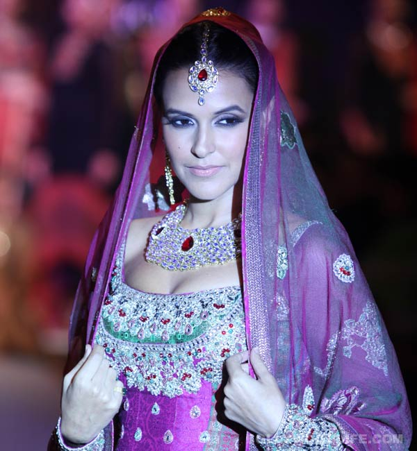 Neha Dhupia sets the ramp on fire at Lakme Fashion Week!