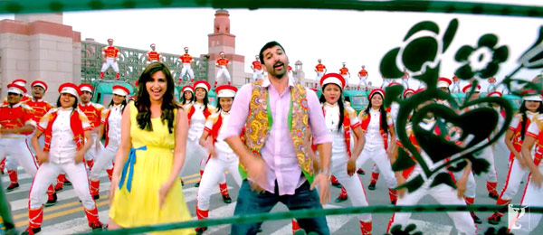 Daawat-e-Ishq song Rangreli: Aditya Roy Kapur and Parineeti Chopra's energy levels save the song!