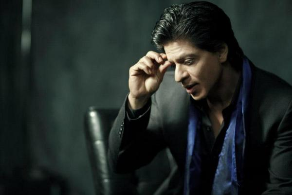 Why does Shah Rukh Khan hesitate to step out with son AbRam?