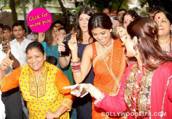 Ganesh Visarjan 2014: Shilpa Shetty Kundra says goodbye to Ganpati in a spirited avatar- view pics!