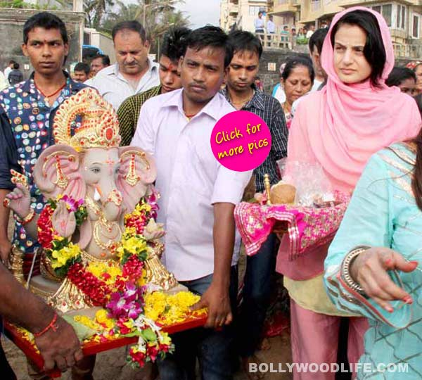 Ganesh Visarjan 2014: A glum Ameesha Patel finds it hard to let go of her Ganpati- view pics!