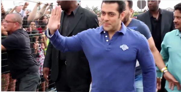 Salman Khan's fans go berserk in Toronto - Watch video!