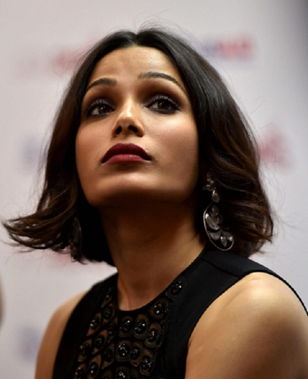 Freida Pinto lashes out at the Indian media for ... фрида пинто