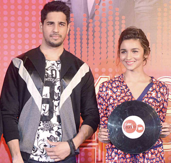 sidharth malhotra and alia bhatt dating It is speculated that bollywood's actors sidharth malhotra and alia bhatt who made their debut with karan johar's student of the year, are secretly dating each other.