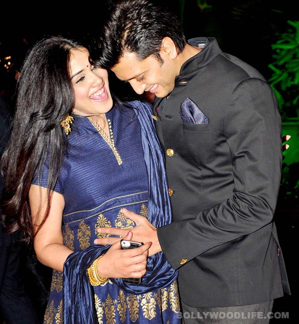 Riteish Deshmukh and Genelia D'Souza are being adorable on ...