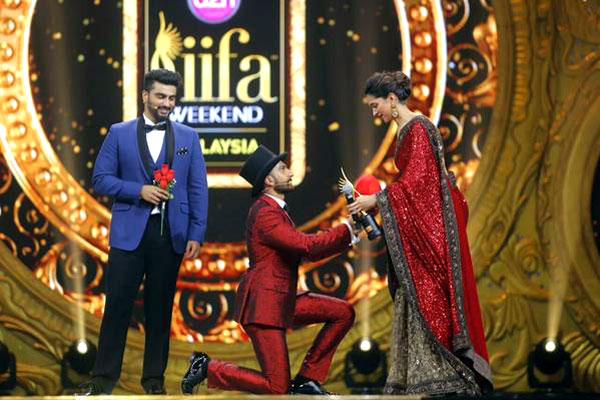 Ranveer Singhs Indecent Proposal To Deepika Padukone On Iifa 2015