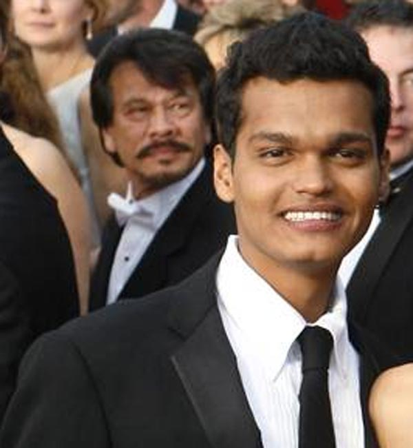 Slumdog Millionaire actor Madhur Mittal left with a broken jaw, teeth and arm after a car crash!