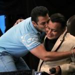 Dance India Dance Season 5 : Salman Khan reveals about Mithun Da's flamboyant past during the Grand Premiere!