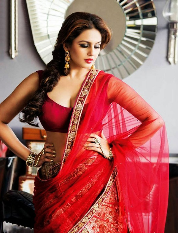 Huma Qureshi loves looking glamorous all the time!