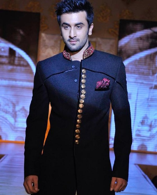 Ranbir Kapoor to set the ramp on fire for Manish Malhotra at Lakhme Fashion Week!