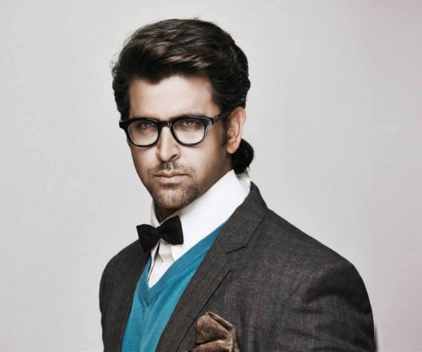 Why has Hrithik Roshan put the Mohenjo Daro shoot on hold?