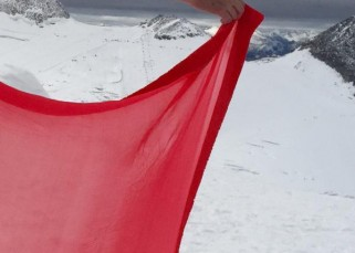 Anushka Sharma shoots for Ae Dil Hai Mushkil in a saree amidst snow clad mountains!