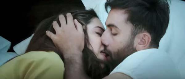 Ranbir Kapoor Kiss Deepika