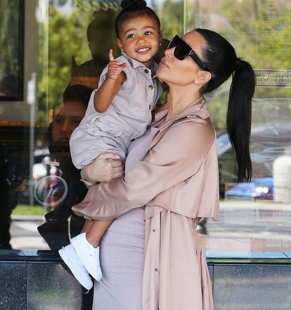 Kim Kardashian gives birth to a baby boy! - Bollywoodlife.com