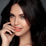 Esha Gupta: Rekha and Simi Garewal are fashion icons