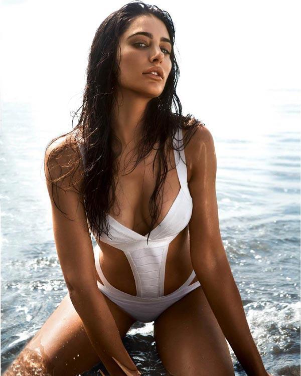 Nargis fakhri hot and sexy pics