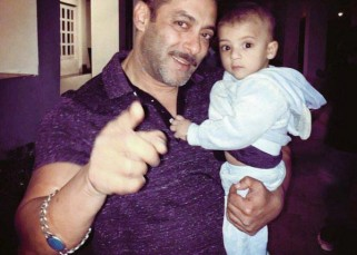 This picture proves that Salman Khan will be the COOLEST daddy ever!