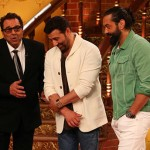 Comedy Nights Live: Dharmendra, Sunny Deol and Bobby Deol reunite on screen after a long time!