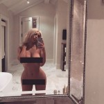 OMG! Kim Kardashian posed for a NUDE selfie because she had NOTHING to wear!