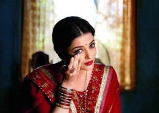 Lady in RED Aishwarya Rai Bachchan in this song still from Sarbjit will make it difficult for you to NOT fall for her!