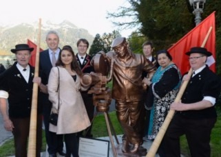 Switzerland honours ICONIC filmmaker Yash Chopra by inaugurating a statue in his memory - watch video!