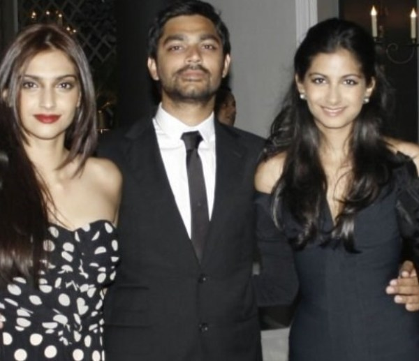 sonam kapoor dating Actors jacqueline fernandez and sonam kapoor ahuja says it is important to stay true to one's personality while dating the stars were speaking on the talk show, feet up with the stars, hosted .
