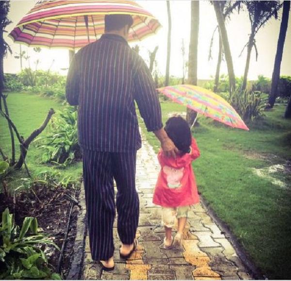 Enjoyable Akshay Kumar Enjoys Rains With His Daughter Nitara And Calls It Short Hairstyles For Black Women Fulllsitofus