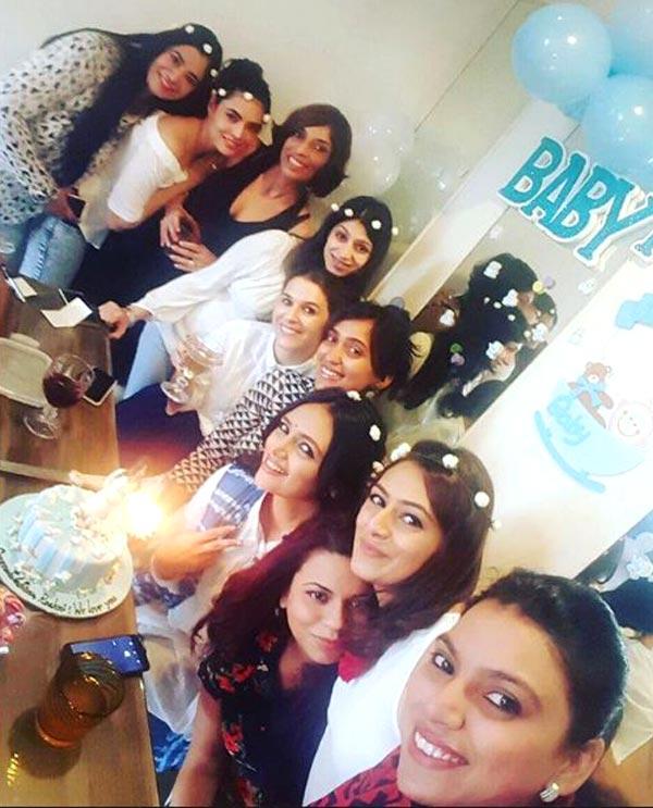 Roshni Chopra's UBER cute baby shower had a hint of blue ...