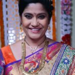 Renuka Shahane's conversation with a journalist is HYSTERICAL!