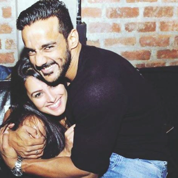 Anita Hassanandani copies Shah Rukh Khan in the cutest way possible – watch video