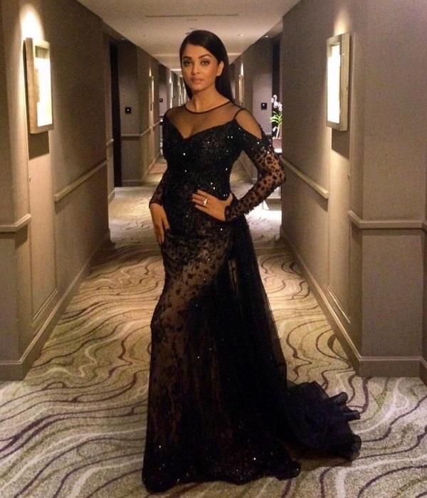 This drop dead gorgeous pic of aishwarya rai bachchan will for Aishwarya rai in her wedding dress