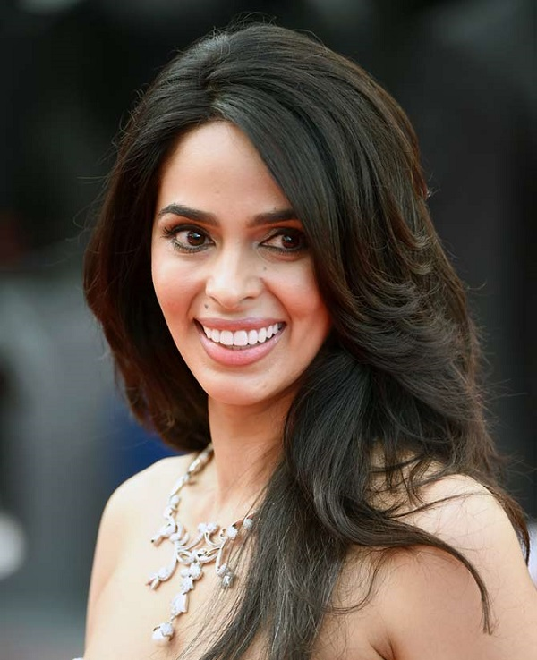 mallika sherawat tear gassed and beaten up by masked