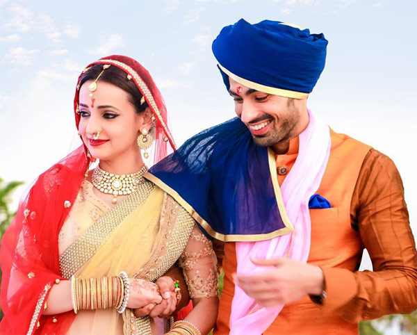Sanaya Irani And Mohit Sehgals Official Wedding Album Is Here Its Everybit Dreamy View
