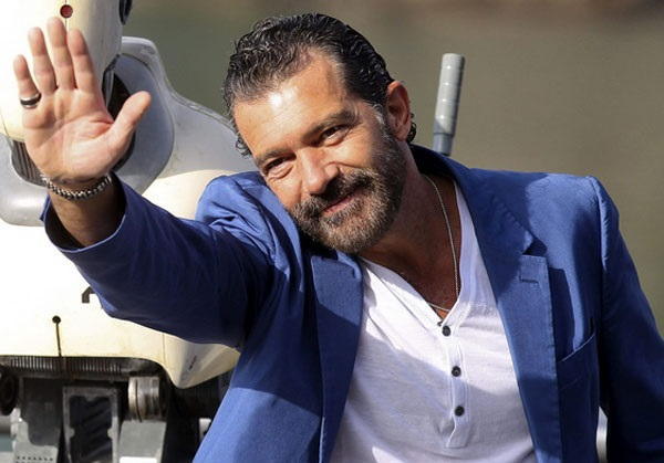 Antonio Banderas rushed to hospital after a heart attack ...