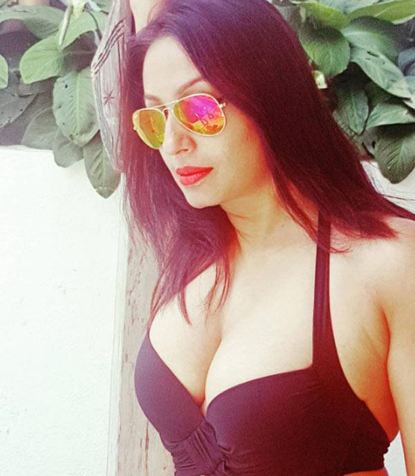 Shah boob show kashmira