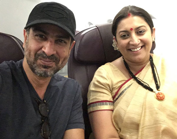 Smriti irani and ronit roy bumped into each other on a flight and smriti irani and ronit roy bumped into each other on a flight and we are going sciox Images