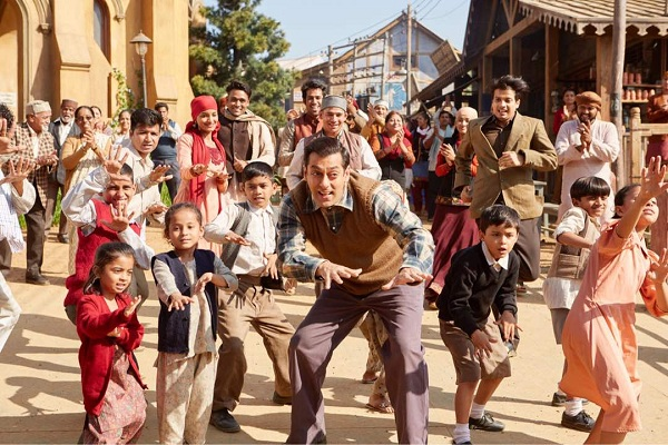Tubelight: Salman Khan promotes film on Sunil Grover's special show Super Night