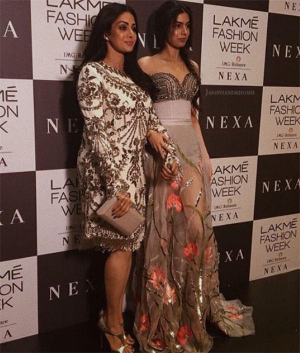Jacqueline Fernandez closes Manish Malhotra's show at Lakmé Fashion Week