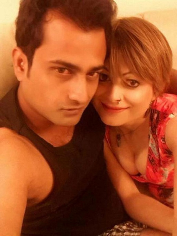 Bobby Darling slaps legal notice against husband, says I would cry like a child and pee in my clothes