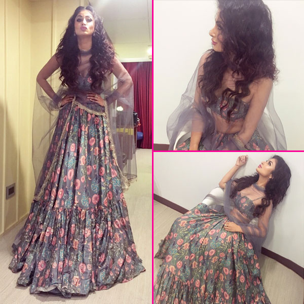 Navratri 2017: Mouni Roy's festive look is on fleek as she poses in this Payal Singhal outfit