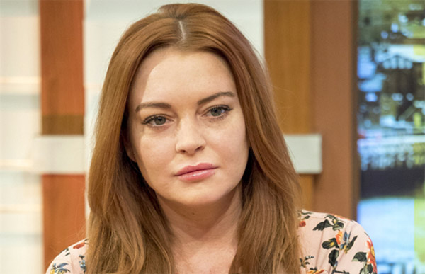 Lindsay Lohan gets snake bite on Thailand vacation