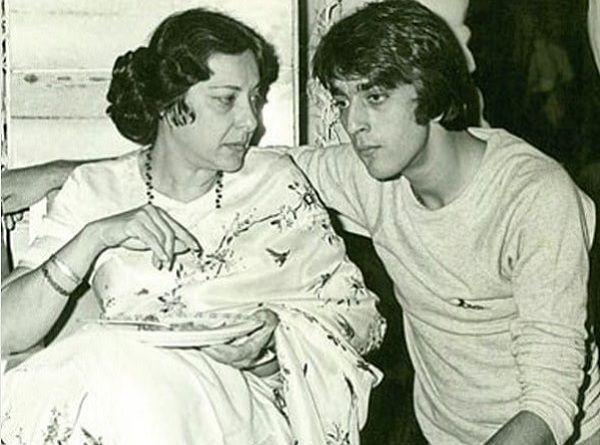Ranbir Kapoor turns 'Munna Bhai' in new 'Sanju' poster-See pic