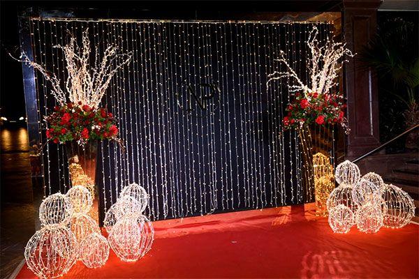 Priyanka Chopra - Nick Jonas Mumbai Reception: The couple looks CRAZY IN LOVE in their stunning outfits