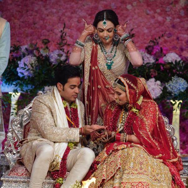 Akash-Shloka take 'pheras', Mrs Mehta gets emotional