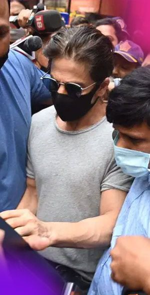 SRK's manager gives Aryan's 'medical and educational information' to NCB