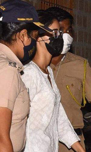 अनन्या पांडे ने ड्रग्स लेने से किया इनकार