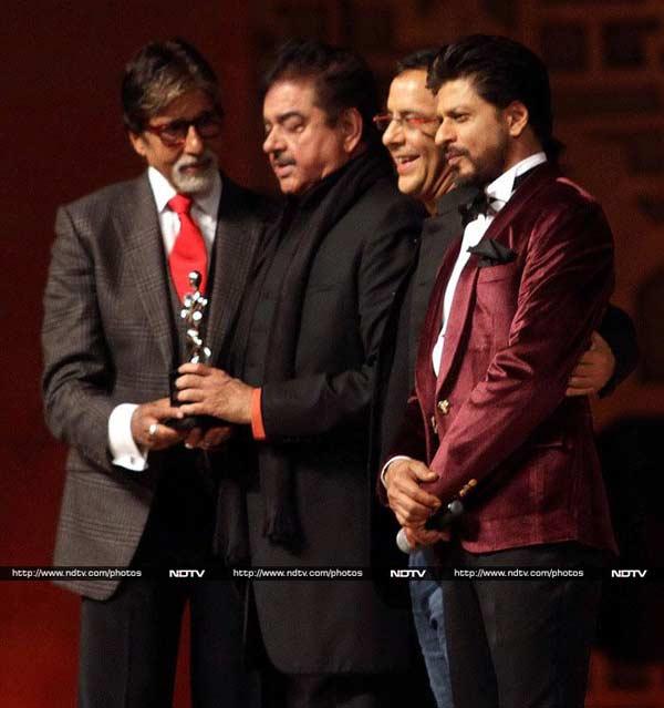 Amitabh Bachchan, Shahrukh Khan and Deepika Padukone sizzle at Life OK Screen awards