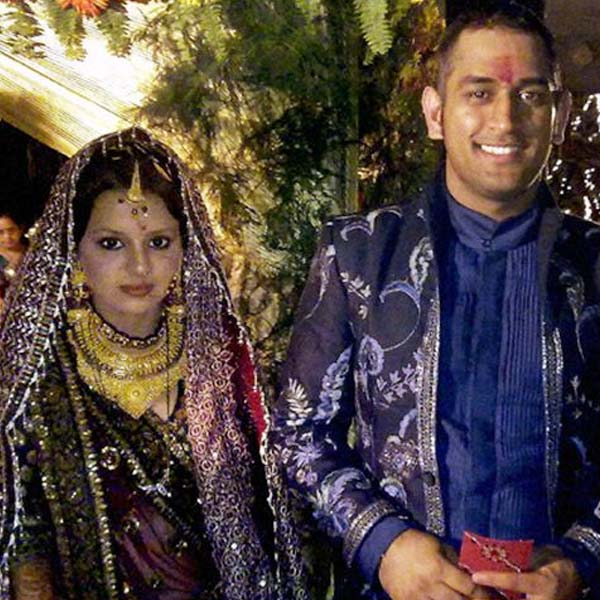 Mahendra singh and sakhshi dhoni wedding picture : Famous ...