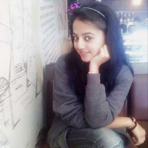 Helly Shah From Swaragini Poses For A Picture : Swaraginis